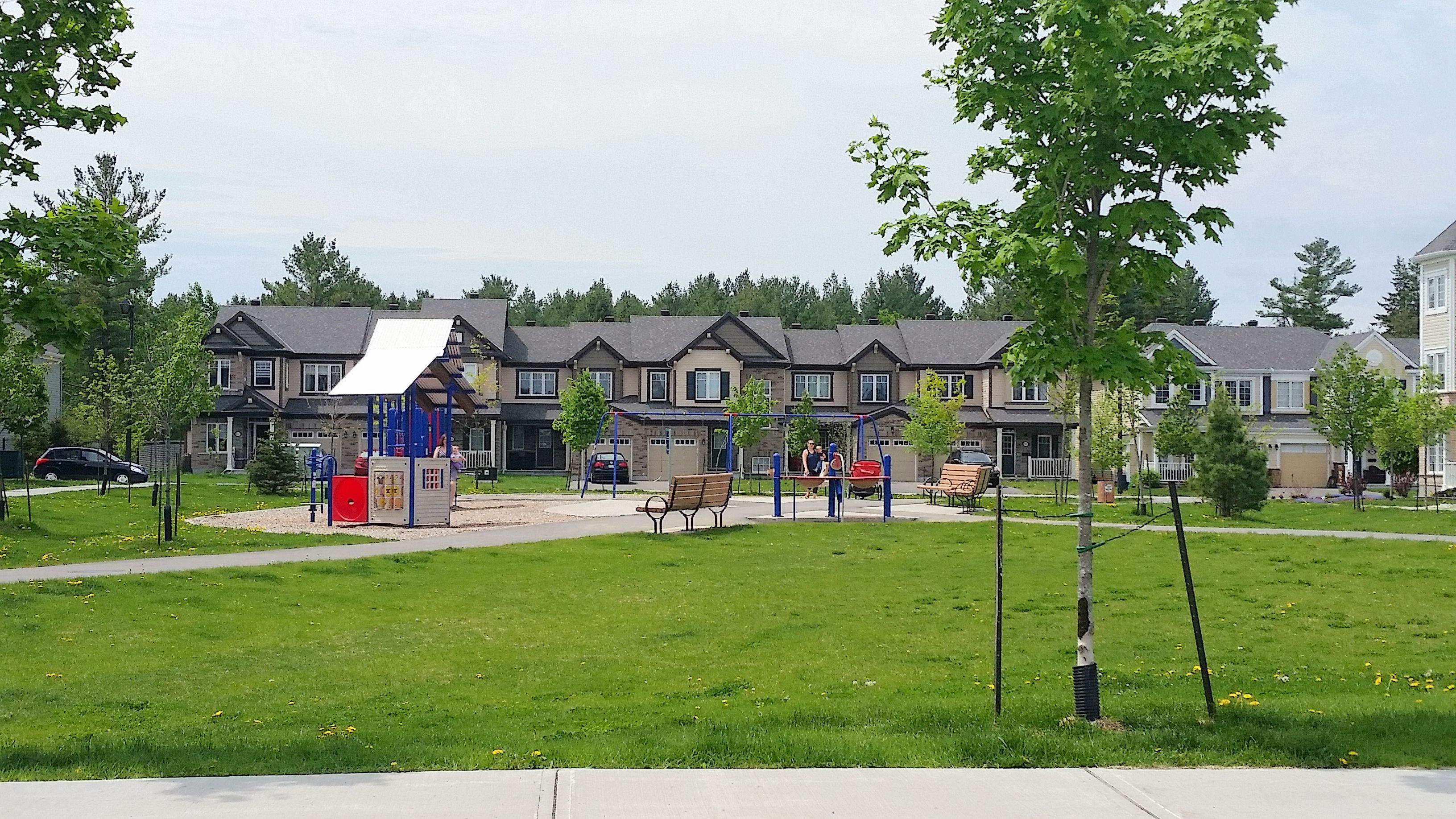 fairwinds-poolecreek houses & park